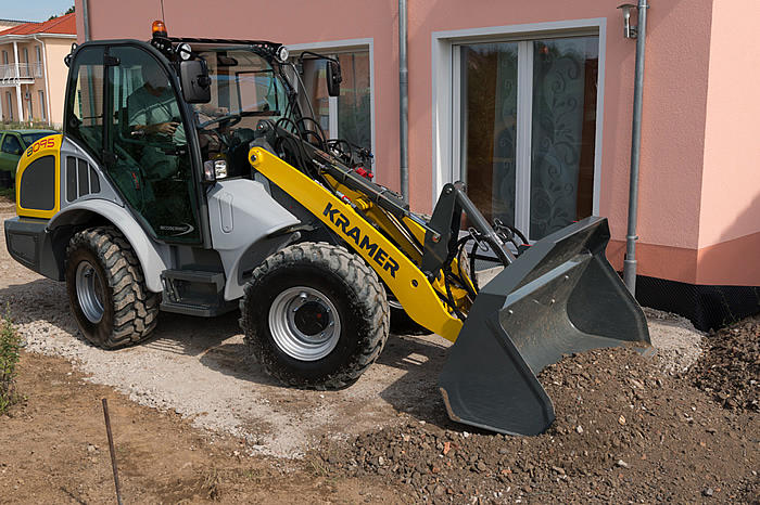 all-wheel steered wheel loader 8095 - in action