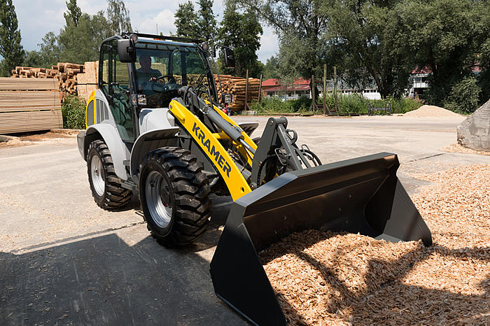 all-wheel steered wheel loader 8115 - in action