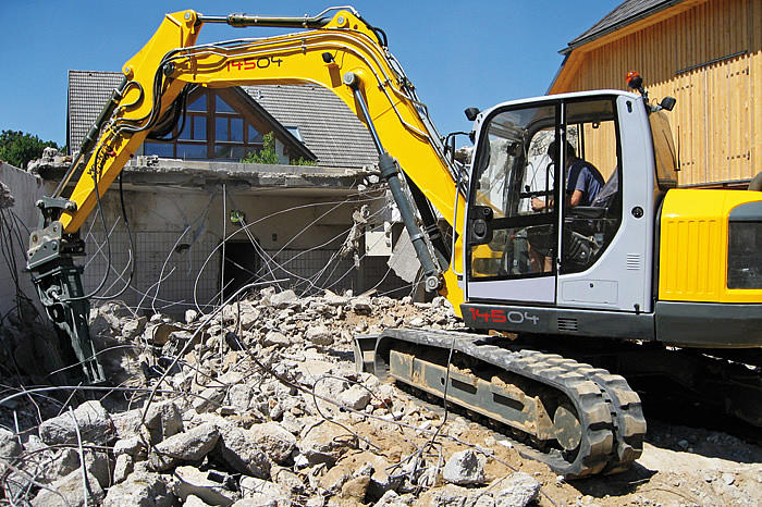 Hydraulic breaker NE 700 on Excavator 14504